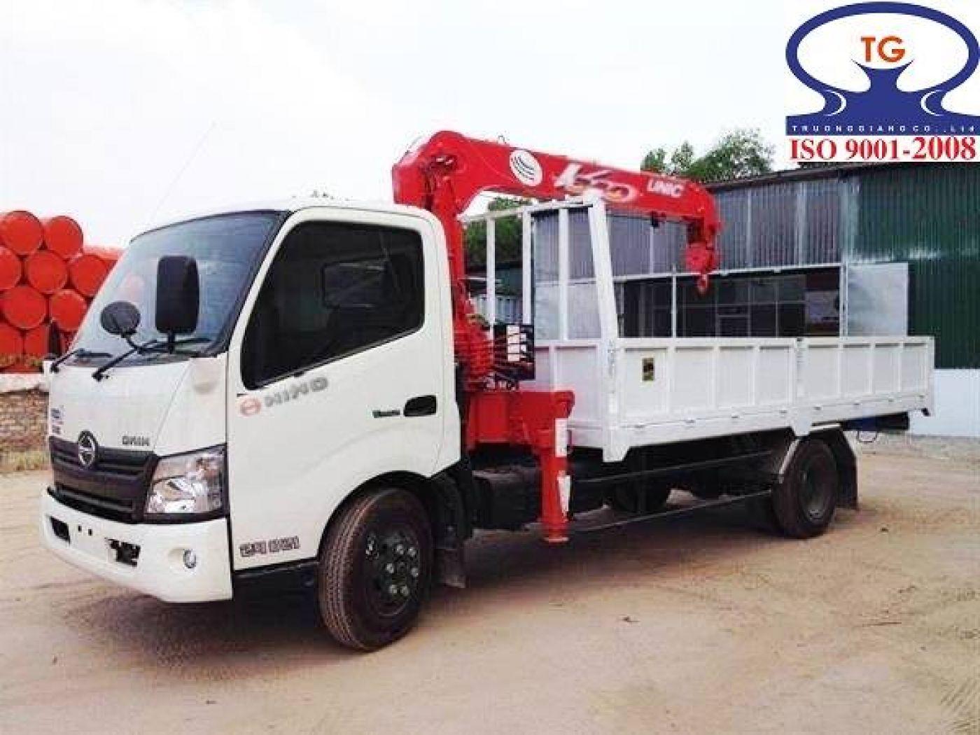 Xe tải Hino WU342L tải trọng 2.8 tấn gắn cẩu