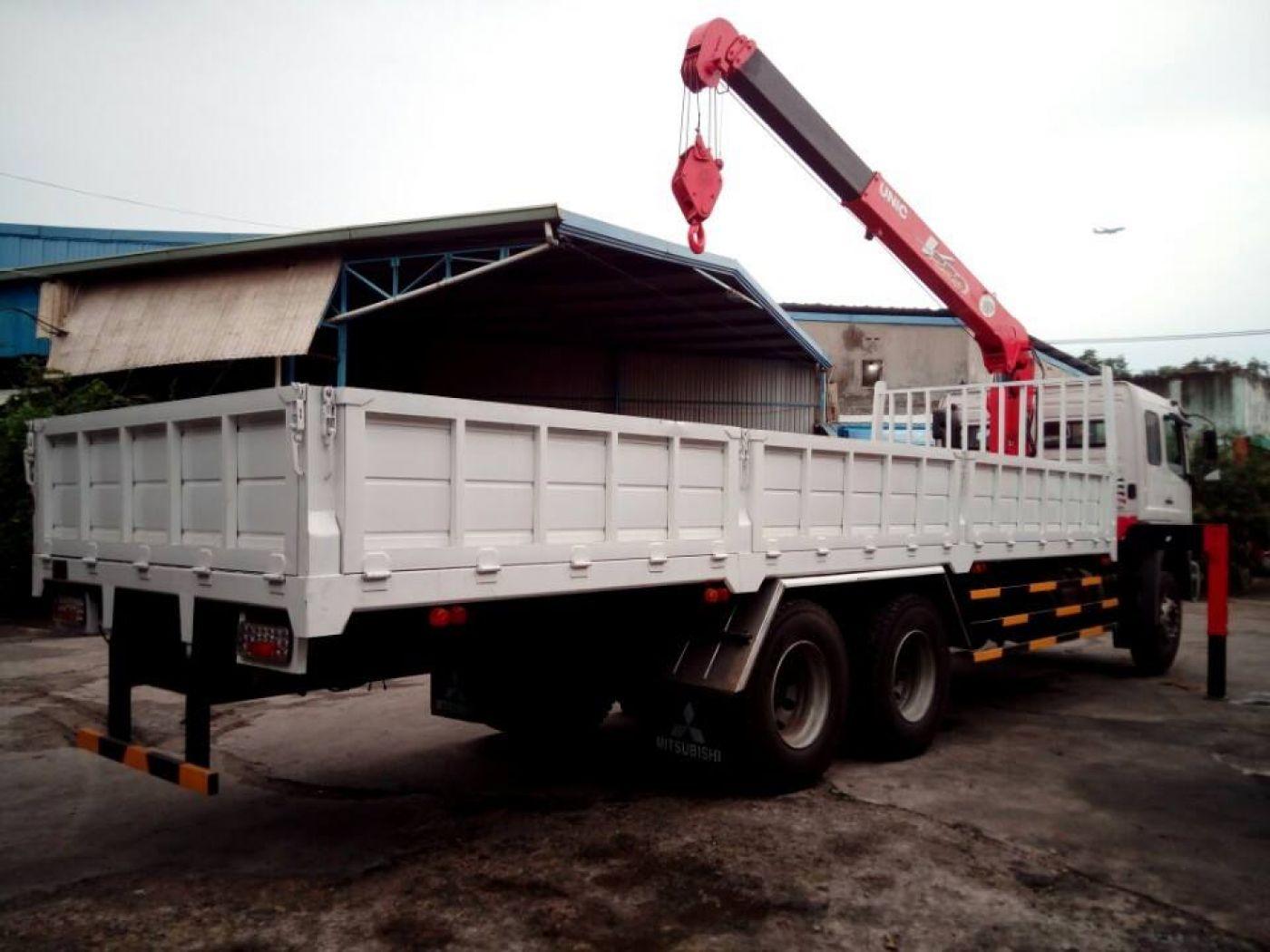 xe-tải-cẩu-12-tấn-fuso