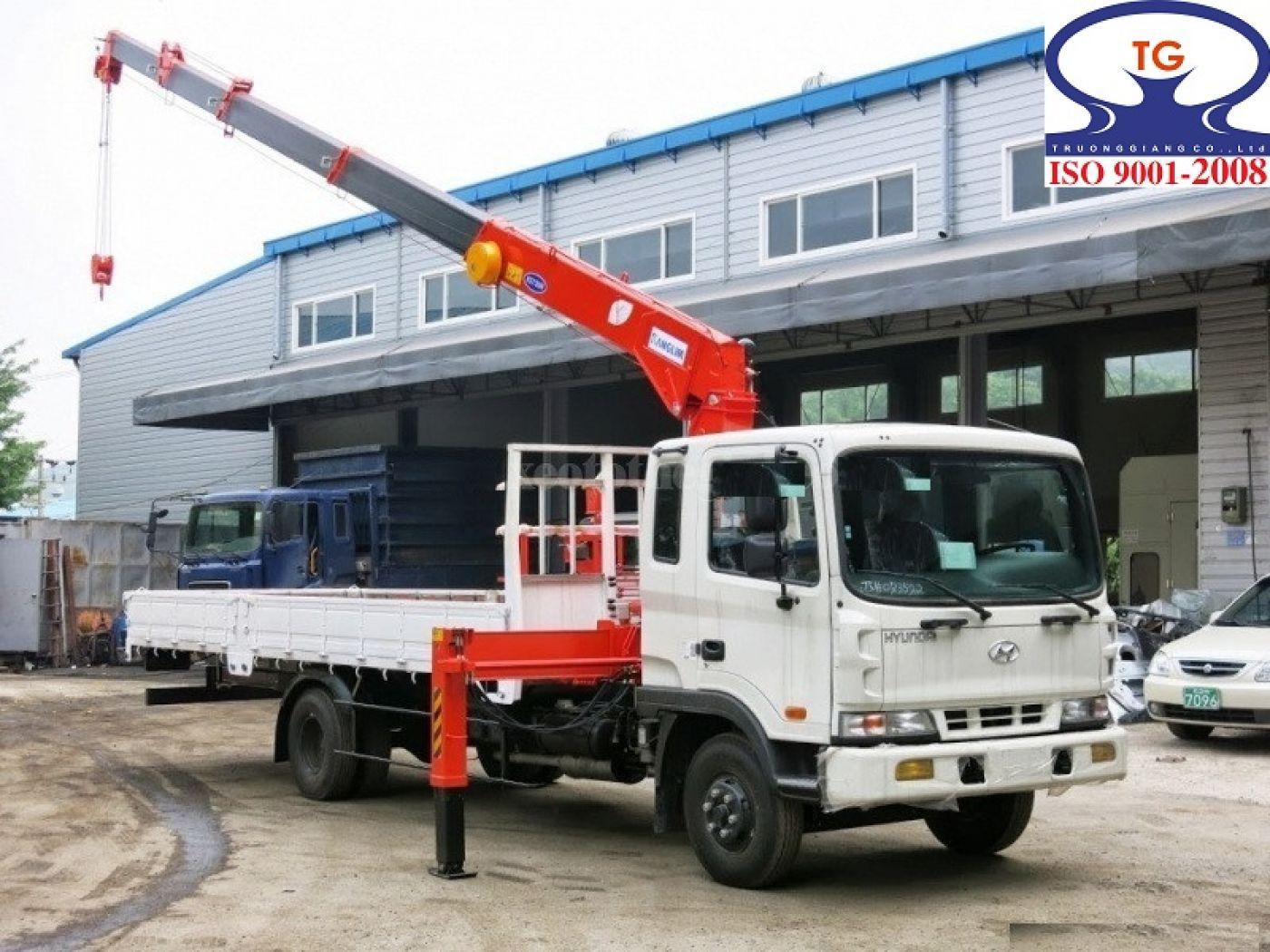 xe-cẩu-tự-hành-hyundai-hd170