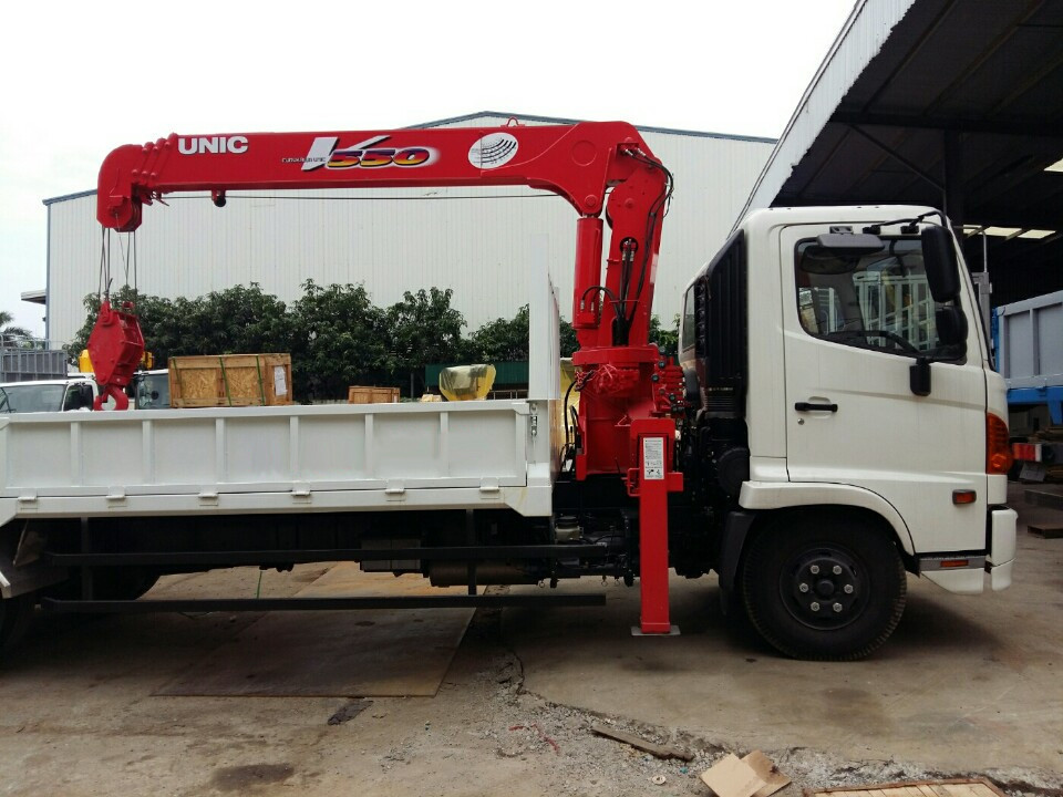 Xe tải Hino FC3 tải trọng 4.7 tấn gắn cẩu