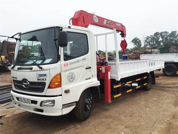 Xe tải Hino FC9 tải trọng 4.9 tấn gắn cẩu