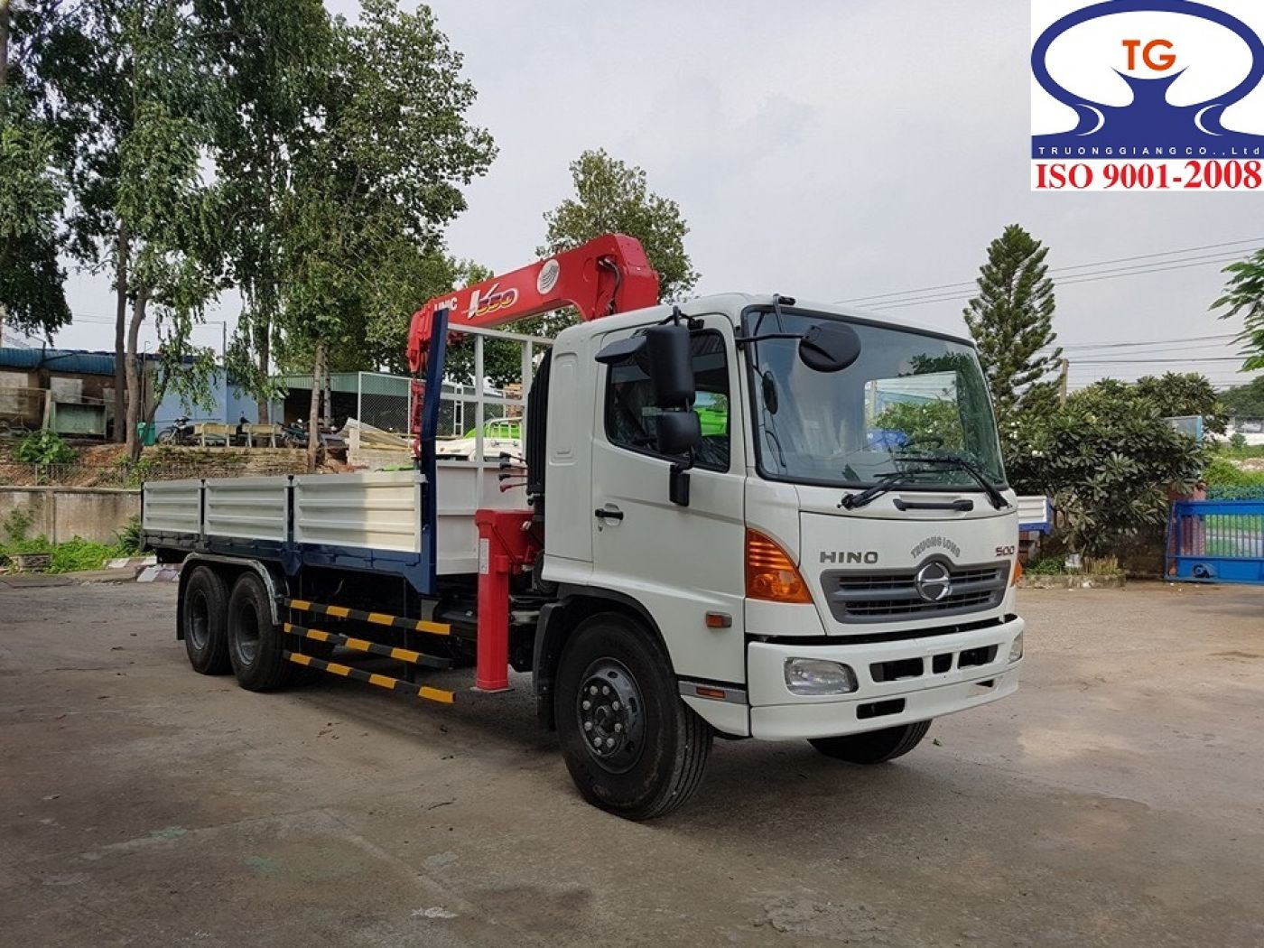 Xe tải Hino FL8 JTSA tải trọng 13.8 tấn gắn cẩu