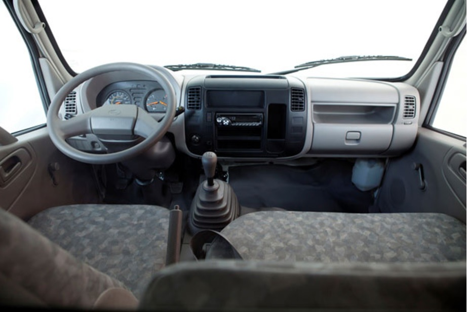 nội-thất-xe-tải-hino-wu422l