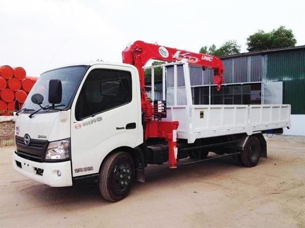 xe-tải-hino-wu342L-gắn-cẩu