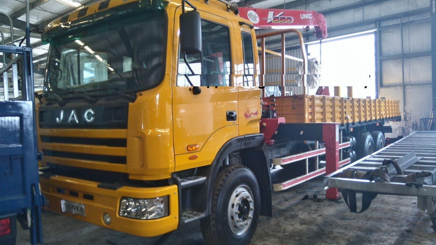 xe-tải-jac-gắn-cẩu