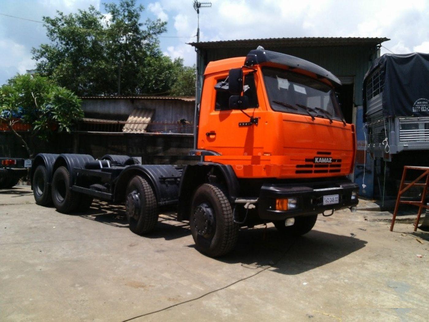 xe-tải-cẩu-kamaz