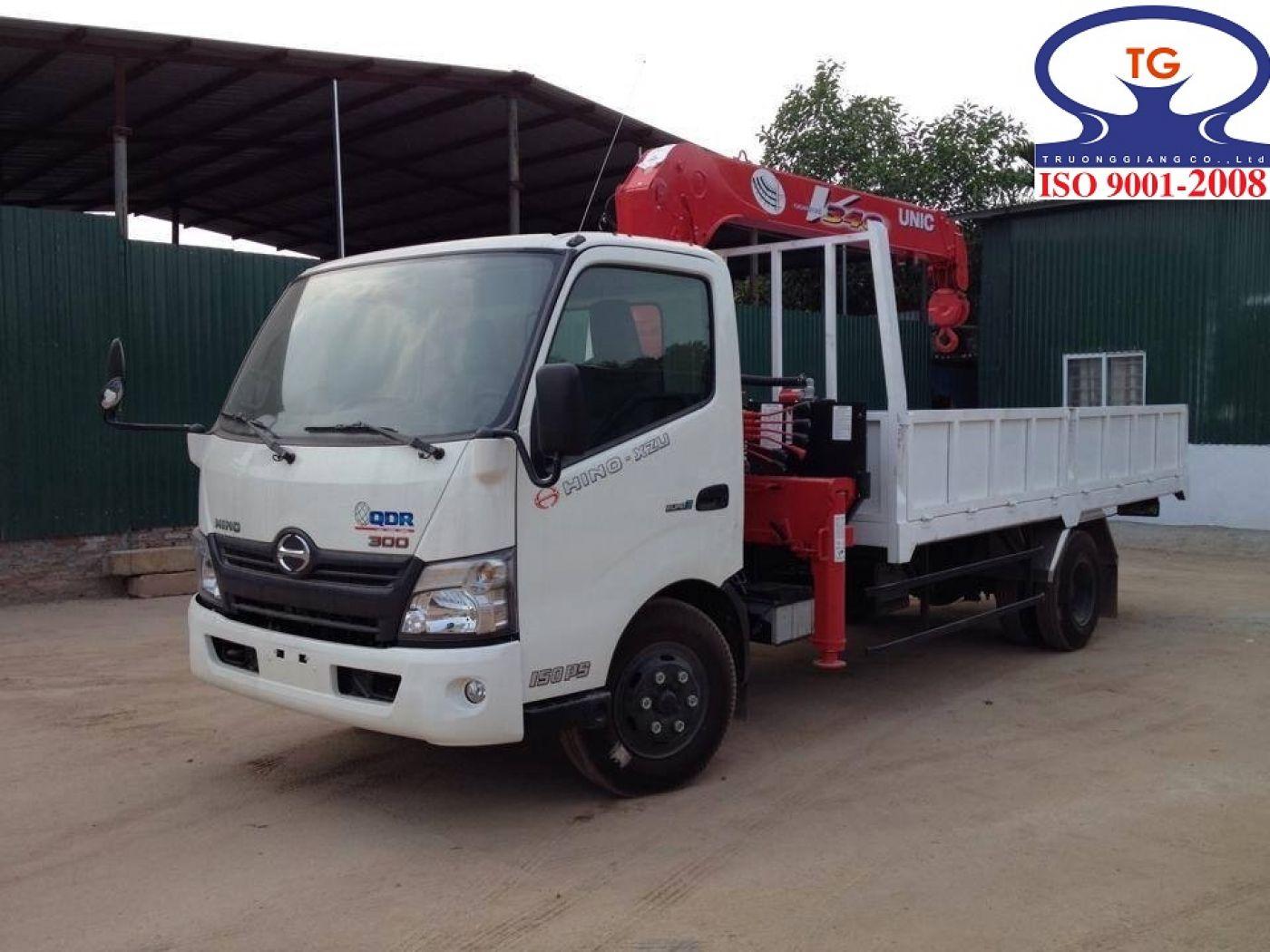 Xe tải Hino XZU730L tải trọng 3.9 tấn gắn cẩu